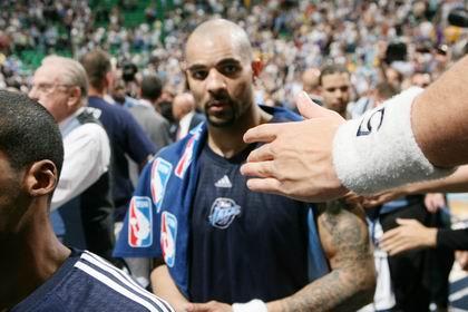 图文:[NBA]湖人胜爵士 布泽尔失望