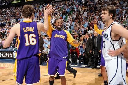 图文:[NBA]湖人胜爵士 鲜明对比