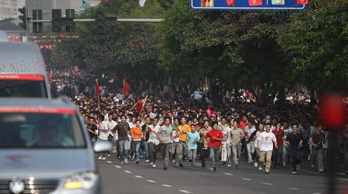 温州市民激动跟跑