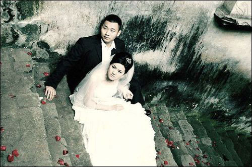 Wedding photog captures China quake Img256926606