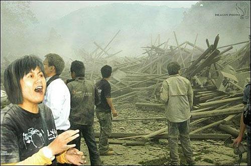 Wedding photog captures China quake Img256926614