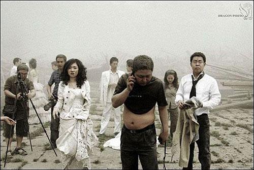 Wedding photog captures China quake Img256926616
