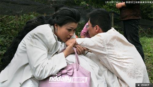 Wedding photog captures China quake Img256926747