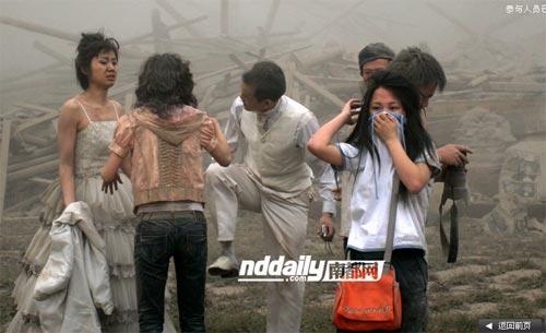 Wedding photog captures China quake Img256926749