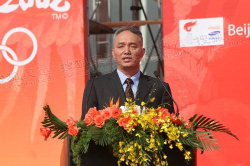 杭州市长蔡奇主持起跑仪式