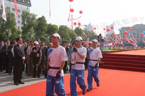 奥运接力礼仪人员入场