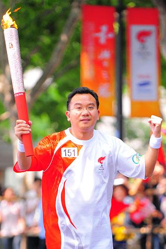 搜狐副总裁陈陆明在美丽西湖传递圣火