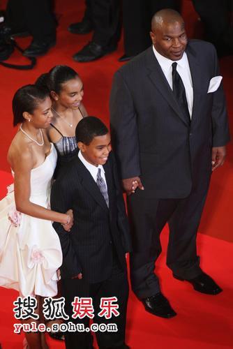 迈克-泰森携全家亮相《泰森》首映礼