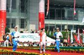 组图:圣火杭州传递 首棒火炬手李玲蔚起跑