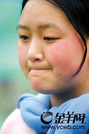 """""""我很幸运能活着出来。""""北川中学高三一班王欢欢,因到老师办公室补课幸运地捡回"""