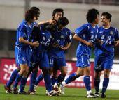 图文:[中超]河南2-0青岛 奥贝庆祝进球