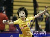 图文:中国公开赛张怡宁4-2郭跃 扣杀头发飞舞