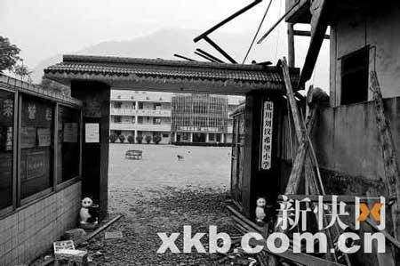地震之后的希望小学安然无恙。新快报特派记者 李洁军 摄
