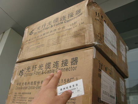 准备运往平武县的光纤光缆连接器