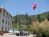 华亭县人民为汶川遇难同胞默哀
