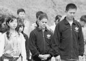 奥运火炬接力团队举行默哀仪式悼念死难者(图)