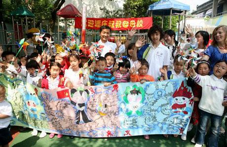 孩子的笑脸是最可宝贵的财富,希望奥运会能带给孩子们更多的快乐