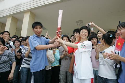 杨美虹曾经在贵溪一中就读高中,她的心愿就是把奥运精神和大众汽车倡导的绿色环保理念带回家乡