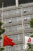 组图:汶川地震全国哀悼日次日 奥运大厦降半旗