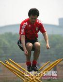 图文:[世预赛]国足天津备战 孙继海在训练中
