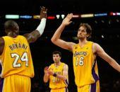 图文:[NBA]湖人VS马刺 加索尔与科比庆祝