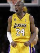图文:[NBA]湖人VS马刺 科比胜利后咆哮