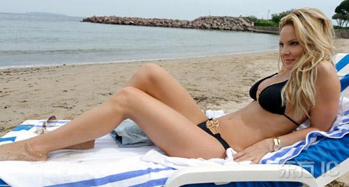 性感女星西蒙娜-福斯克拍摄 性感比基尼 写真-搜狐娱乐