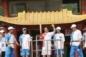 组图:奥运圣火传递嘉兴站 市民踊跃欢迎火炬