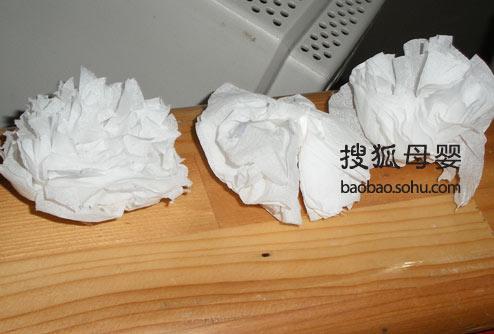老师为孩子们精心制作的小白花