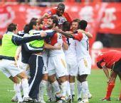图文:[亚冠]亚泰0-0阿德莱德 袋鼠庆祝胜利