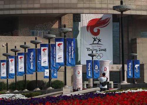 上海火炬传递起点人民广场与终点滨江公园的彩排现场