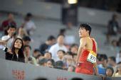 图文:刘翔首演13秒63晋级 赛后接受采访