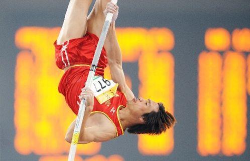 图文:首日男子撑杆跳决赛战况 上海杨泉获季军