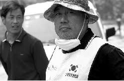 郑东南的主业是演员,曾在《大长今》中饰演角色。