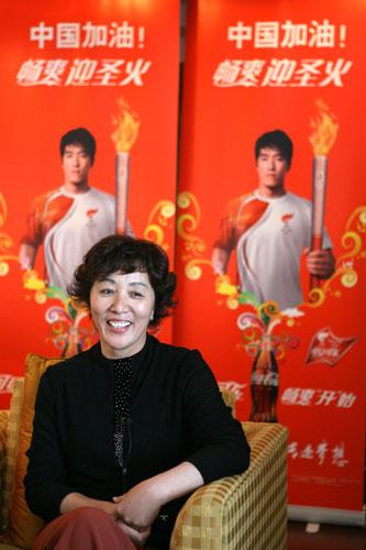 可口可乐火炬手刘翔的母亲吉粉花接受记者专访