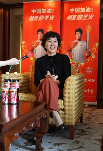 刘翔的母亲吉粉花很高兴一家三口都当上了火炬手