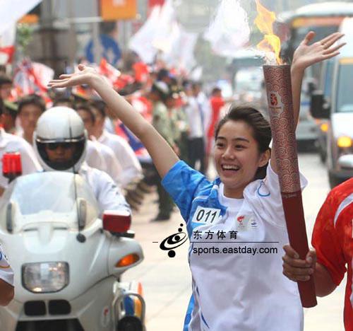 上海站美女护跑手