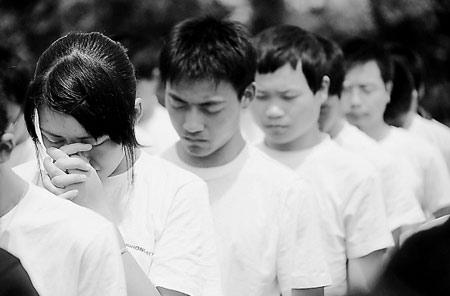 北川中学男士将老师从废墟救出后执鞭复课(图透明情趣内衣学生图片
