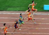 图文:男子100米决赛 赛场上选手你追我赶