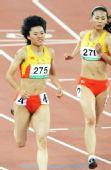 图文:女子100米决赛 场上王静秀发飞扬
