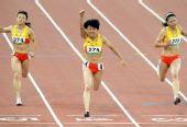 图文:女子100米决赛 王静获胜满面笑容
