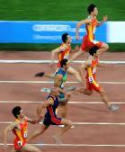 图文:男子100米决赛 捕捉场内精彩镜头