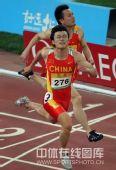 """图文:男子100米决赛 """"眼镜侠""""胡凯撞线瞬间"""