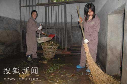 进京大熊猫的饲养员们