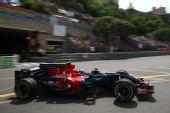 图文:[F1]摩纳哥站排位赛 维特尔进行比赛
