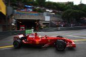 图文:[F1]摩纳哥站排位赛 马萨进行比赛