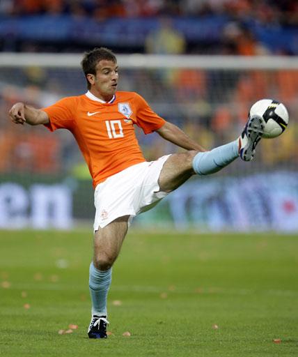 图文:[热身赛]荷兰3-0乌克兰 范德法特停球
