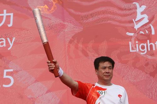 羽毛球世界冠军孙志安成为首棒火炬手