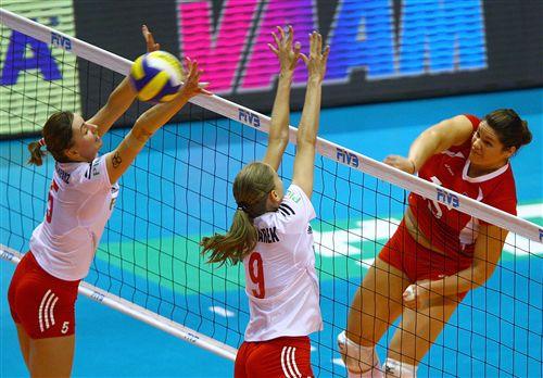 图文:奥运女排落选赛第七轮 双人未能成功拦网