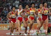 图文:中国赛女子5000米决赛 孙英杰紧紧跟随
